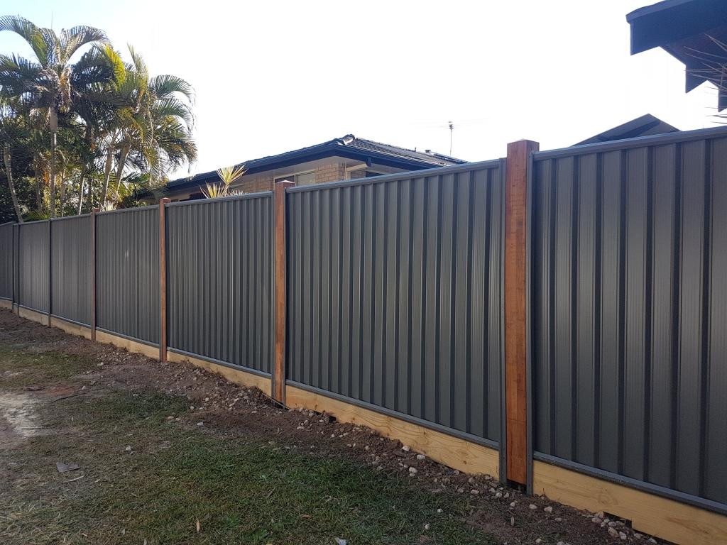 Decking wall